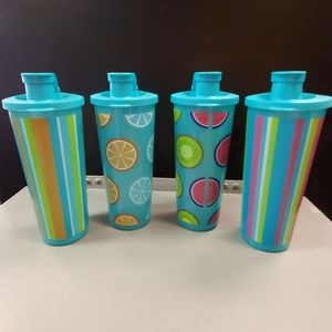4 new Tupperware cups